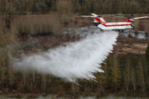 Columbia Helicopters CH-47D Chinook fights first wildfire